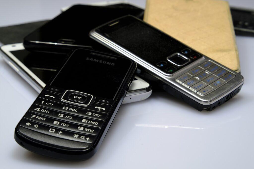 Faraday Cage: Retro Phones 2G